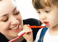 爱牙日:关于宝宝牙齿护理