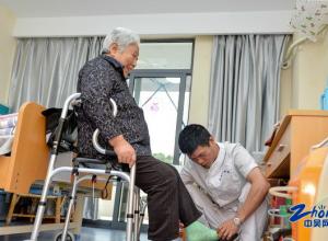 民政:养老床位达2.5万余张,为900户老年家庭适老改造
