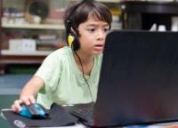 看屏幕超1小时 影响大脑发育