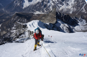 2014年4月22日成功登顶珠峰南坡罗布沏山峰