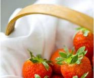 宝宝春天采摘草莓易生病?