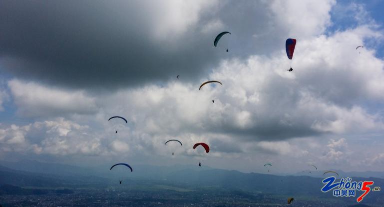 5-1 滑翔伞.png