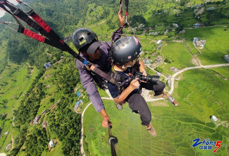 5-2 滑翔伞.png