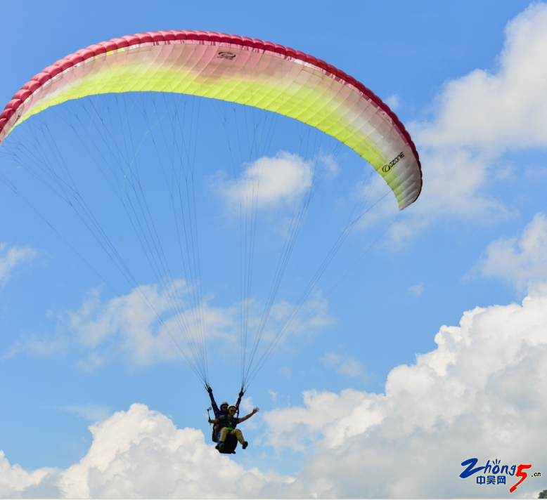 5-6 滑翔伞.png