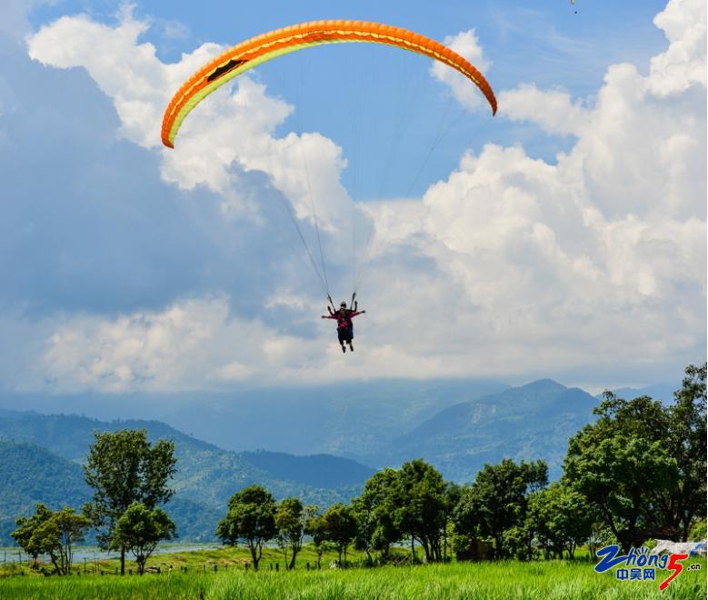 5-7 滑翔伞.png