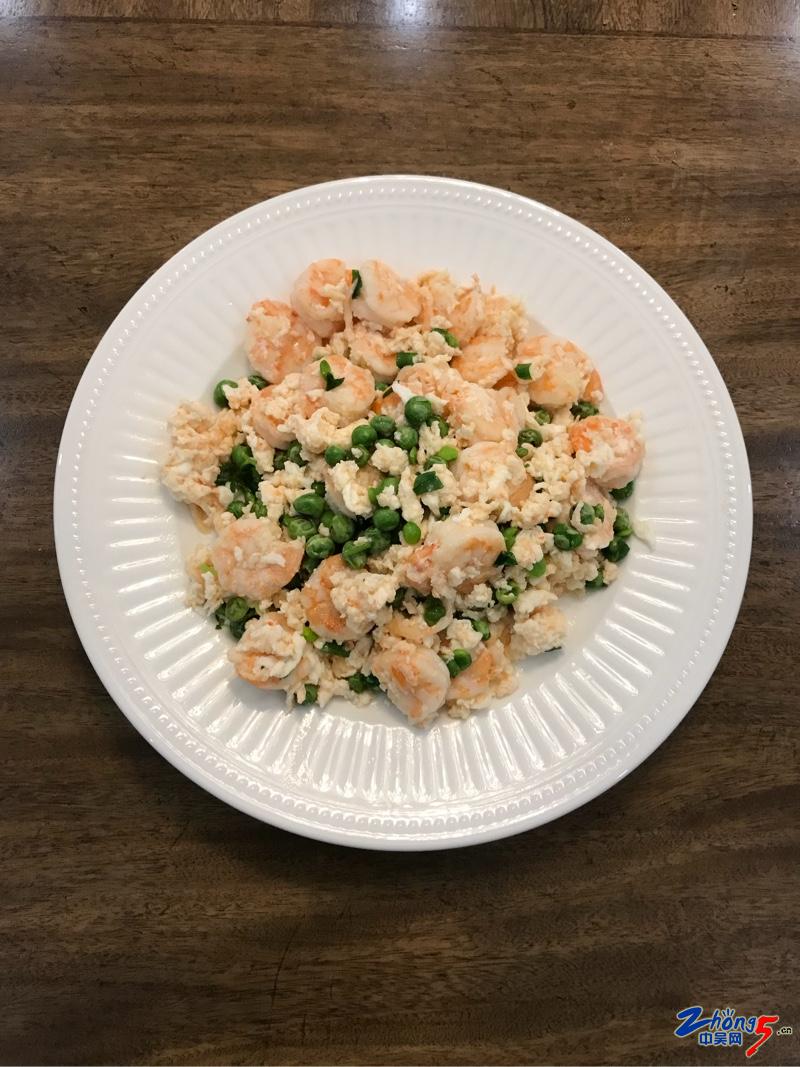 做的新菜式-青豆滑蛋虾仁