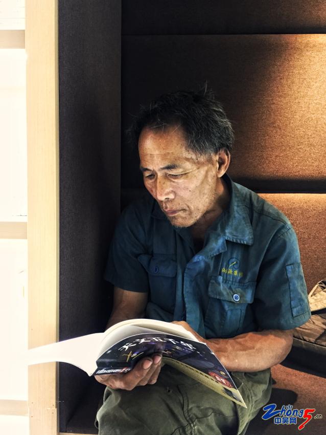 《读者》 陈文伟.JPG