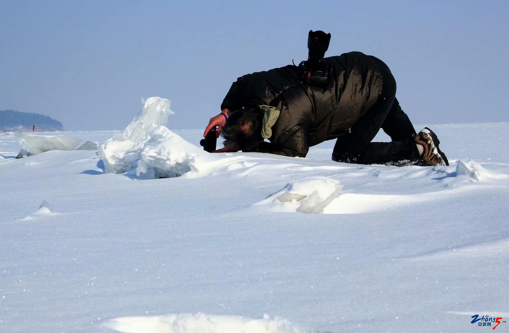 《拍雪》 李志洲.jpg