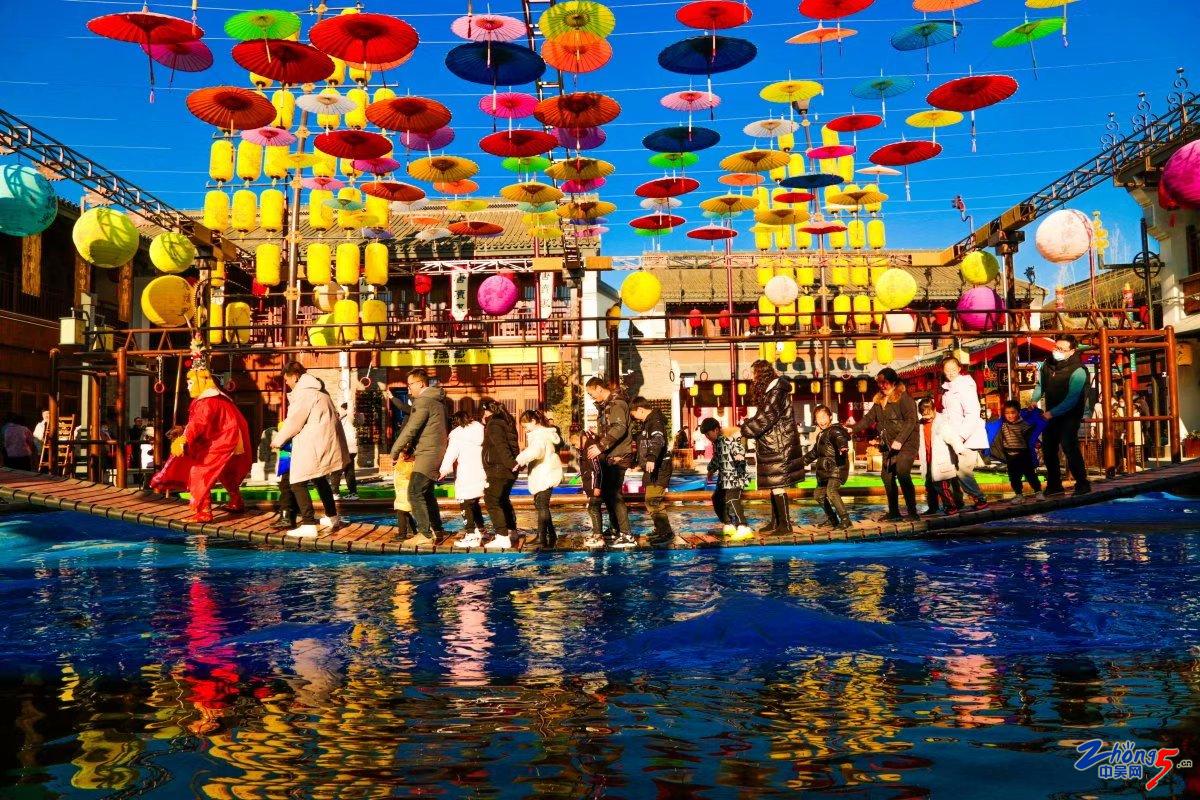 《踩着年的节拍欢腾跳跃》 杨芳.jpg