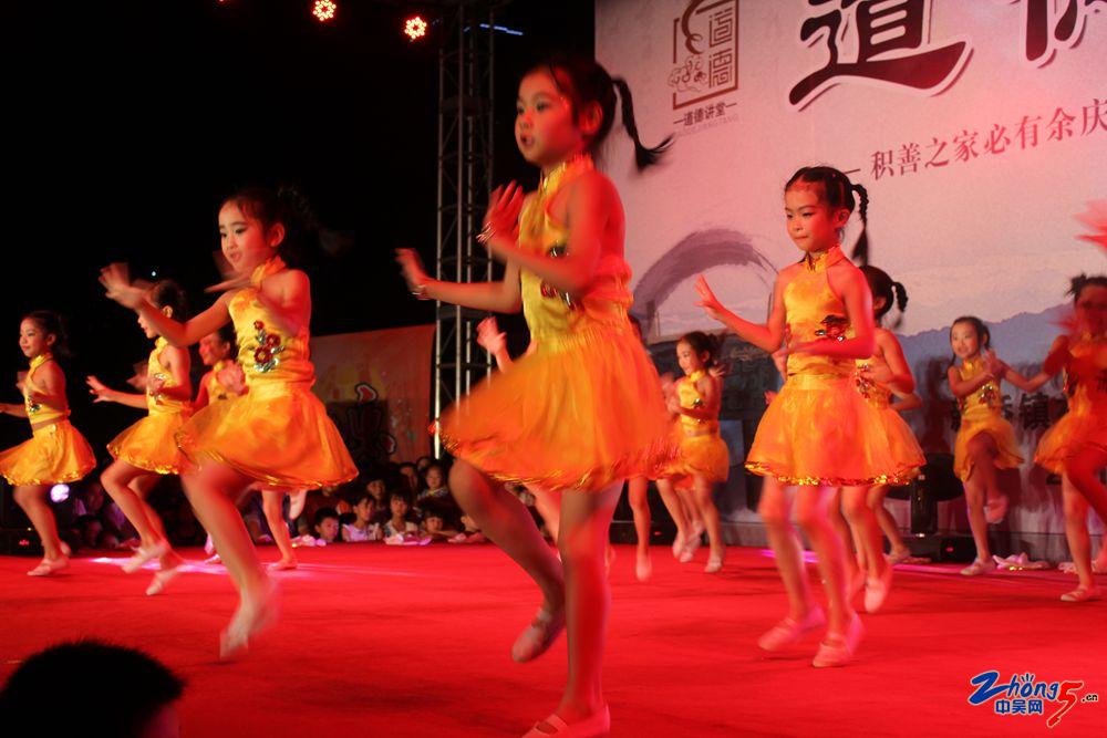 幼儿跳舞(1).jpg