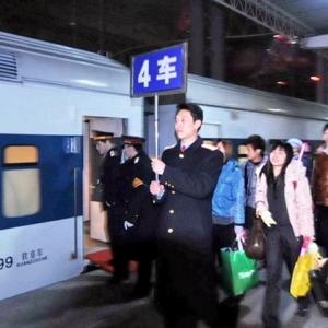 温馨专列火车 1393名阜阳民工回家不再艰辛