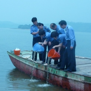 溧阳天目湖放鱼
