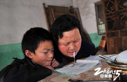"""""""无臂妈妈""""吴荷美:坚强母爱撑起一个家"""