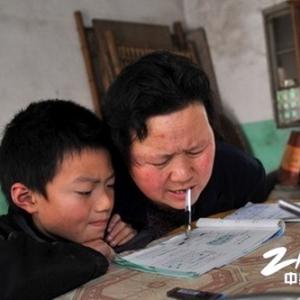 """""""无臂妈妈""""吴荷美获""""2012温暖中国""""十大好人"""