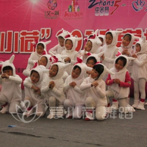 """""""爱小荷""""2015常州少儿跨年晚会节目:《鼠你快乐》"""
