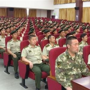 驻常部队官兵收看阅兵式