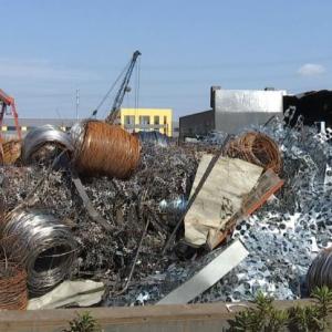 市263办工作人员暗访新北区 发现金属回收站污染土壤