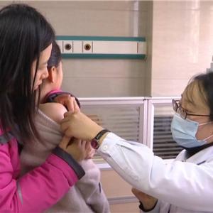 世界强化免疫日:开展疫苗查漏补种 控制输入性脊髓灰质炎传播