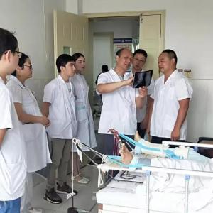江苏省溧阳市骨科专家莅临汉阴县中医医院进行学术指导