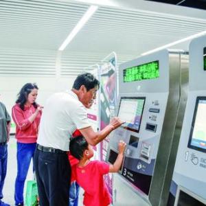 地铁1号线运营首日:客流量超14万人次
